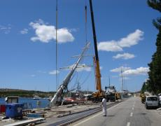 Dismantling with two cranes S/Y Galatea